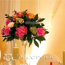 Żywe kolory kwiatów – dekoracja namiotu przy Pałacu Wąsowo