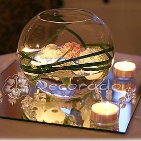 Blask świec odbity w lustrze – dekoracja holu w Pałacu w Rydzynie