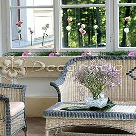 Delikatne kwiatowe akcenty na tarasie Pałacu w Biedrusku