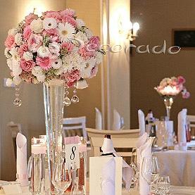 Romantyczna dekoracja sali w odcieniach różu – Pałac Biedrusko