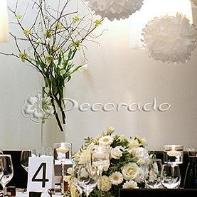 """Oryginalna dekoracja – szkło, gałęzie, kwiaty, świece i """"pompony"""" – Hotelarnia"""