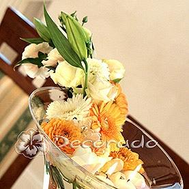Kwiaty i świece w dekoracji na kielichu – Róża Poraja