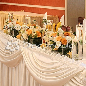 Kompozycje w szkle – dekoracja stołu prezydialnego – Róża Poraja