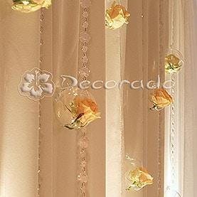 Szkło, kwiaty, kryształy – dekoracja za Parą Młodą – Róża Poraja