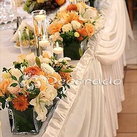 Kwiaty i świece – stół prezydialny – Róża Poraja