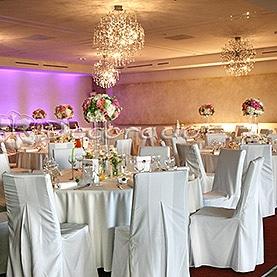 Kwiatowe kule w eleganckim wnętrzu – Hotel Remes