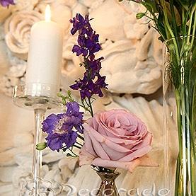 Fioletowy akcenty w dekoracji ślubnej Pałacu w Rydzynie