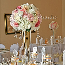 Biała hortensja na pastelowym tle – Pałac Zakrzewo