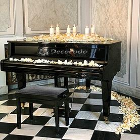 Romantyczna dekoracja fortepianu – Pałac Zakrzewo