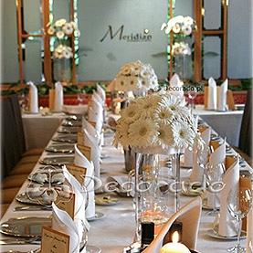 Czysta biel kwiatów – Restauracja Meridian