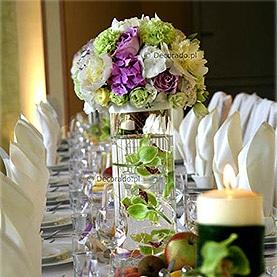 Świece, szkło i przepych kwiatów – Lake Hotel