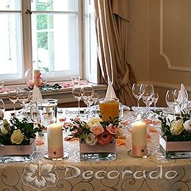 Kwiaty, szkło, świece i różowe detale – Pałac w Wojnowie