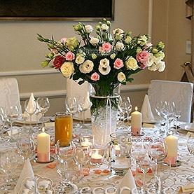 Kwiaty w blasku świec – dekoracja Pałacu w Wojnowie