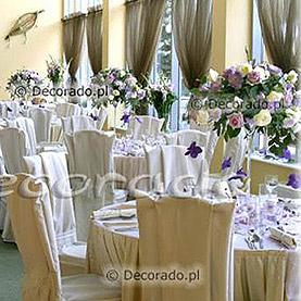 Fioletowa dekoracja sali w Lake Hotelu