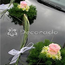 """Dekoracja samochodu """"Zielone bukieciki z różą"""""""
