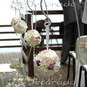 Alejka kwiatowych kul – dekoracja ślubu cywilnego w Skorzęcinie