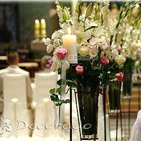 Alejka świec i kwiatów – dekoracja ślubna Katedry Poznańskiej