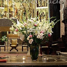 Dekoracja ołtarza w Katedrze Poznańskiej