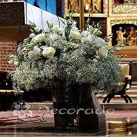 Kwiaty otulone gipsówką – ołtarz w Katedrze Poznańskiej