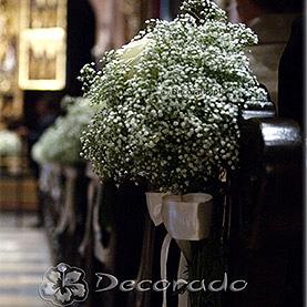 Delikatna dekoracja – gipsówka z różą – Katedra Poznańska