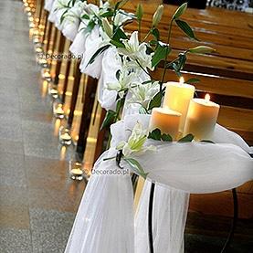 Eleganckie świece i kwiaty – kościół pw. Najświętszej Bogarodzicy Maryi