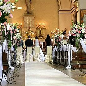 Ślub wśród kwiatów, w blasku świec – kościół Zmartwychwstania Pańskiego
