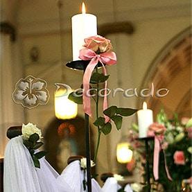 Kwiaty i świece – dekoracja ślubna kościoła Zmartwychwstania Pańskiego