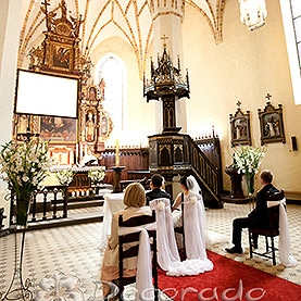 Wystrój ślubny kościoła w Dolsku