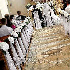 Dekoracja kościoła w Imielnie – białe hortensje