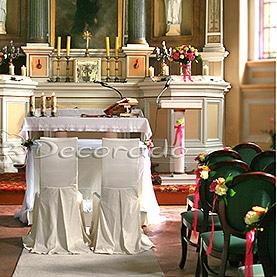 Kolorowe kwiaty w kościele w Wąsowie