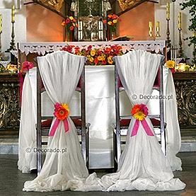 Kolorowe gerbery dla Pary Młodej – kościół w Dąbrówce Kościelnej