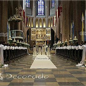 Katedra Poznańska – dekoracja w bieli – eleganckie świeczniki