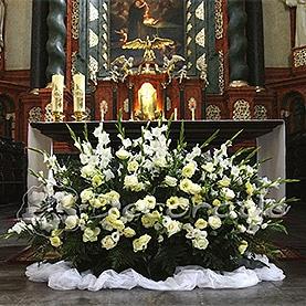 Elegancka kompozycja na ołtarz – kościół Św. Antoniego
