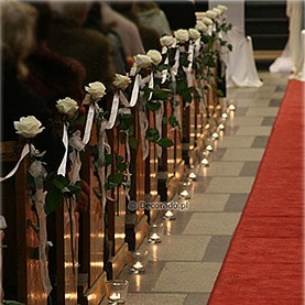 Prosto, delikatnie – elegancja długich róż – kościół OO. Dominikanów