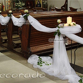 Eleganckie białe róże – kościół w Kostrzynie Wlkp.