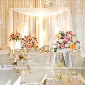 Róż, brzoskwinia, niel – dekoracja ślubna w pastelowych odcieniach