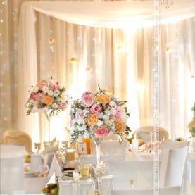 Pastelowa delikatna dekoracja sali weselnej w Dworku Czardasz