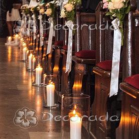 Kwiaty w świetle świec w Kościele w Złotowie