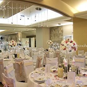 Elegancka dekoracja sali – Hotel Gromada w Pile