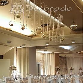 Szkło, kwiaty i kryształy – elegancka dekoracja ślubna – Hotel Gromada w Pile