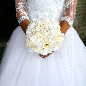 Bukiet ślubny w klasycznej bieli